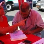 Firmando en respaldo al proyecto de Ley