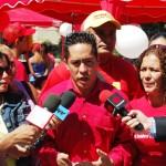 Invitando a los militandes a respaldar el proyecto de ley inmobiliaria